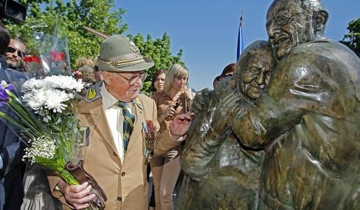 Das Denkmal an die ewige Liebe in Kiew